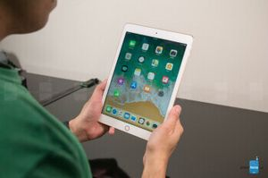 Excellent Apple iPad 5th gen - 128GB Wi-Fi - White Silver for Sale in Rolling Meadows, IL