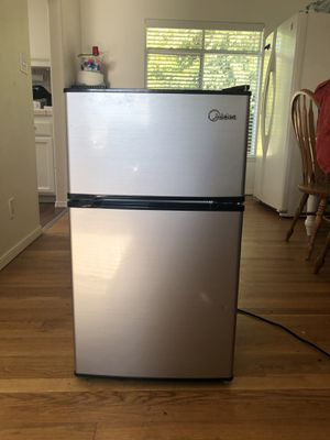 Midea Mini fridge for Sale in San Luis Obispo, CA