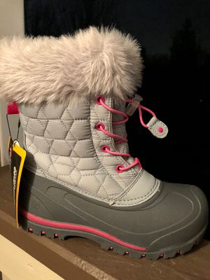 Girls snow boots size 4 for Sale in Lynnwood, WA