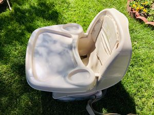 Infant Deluxe Comfort Booster Seat - Tan for Sale in Las Vegas, NV