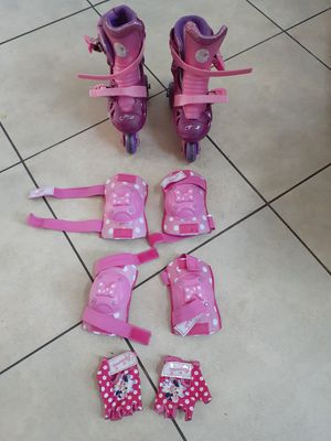 Girls skates size 11-2 with paddings for Sale in Coral Springs, FL