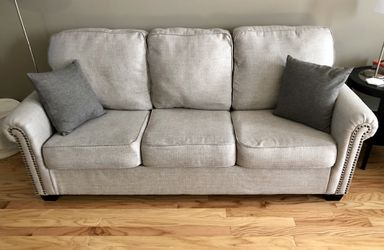 Light grey couch for Sale in Hilliard,  OH