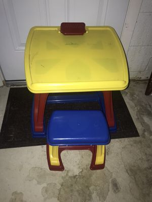 Kids desk and chair set for Sale in Pittsburgh, PA