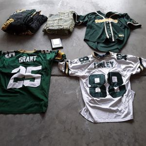 Green bay Packers Sleeping Bag And Blanket And Jerseys for Sale in Murrieta, CA