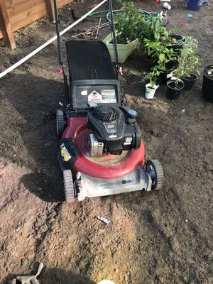 Free Briggs Stratton mower (will not quite start) for Sale in Sacramento, CA