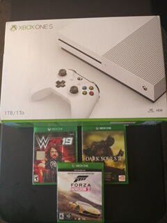 XBOX ONE S 1TB LIKE NEW CONDITION $180 for Sale in Highland, CA