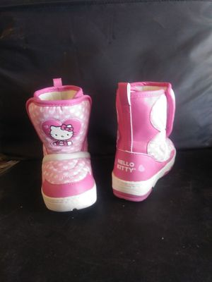 Size 8 Hello kitty snow boots PREOWNED/USED for Sale in Norco, CA