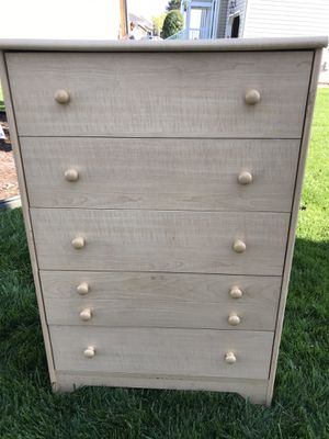 Tan dresser with five drawers for Sale in Virginia Beach, VA