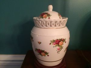 Royal Albert Old Country Bone China Signed 12 inch Vase Limited Edition numbered. Signed by Michael Patton, Free Shipping for Sale in Simpsonville, SC