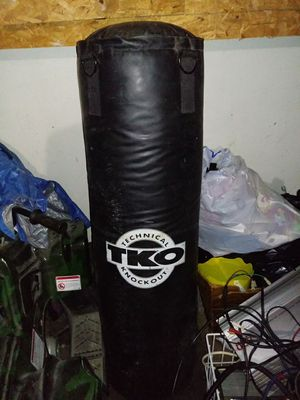 Punching bag with stand 75$ for Sale in Clio, MI