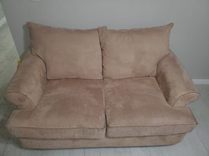Loveseat/sofa for Sale in Miami, FL