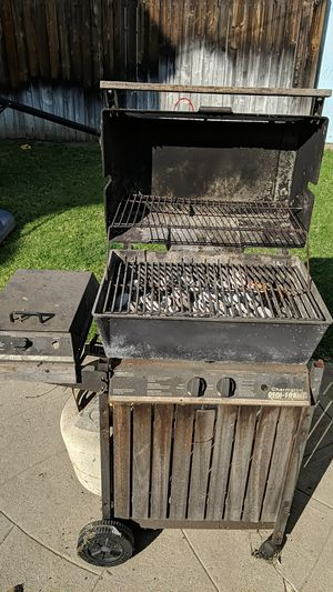 Free BBQ grill for Sale in Los Angeles, CA