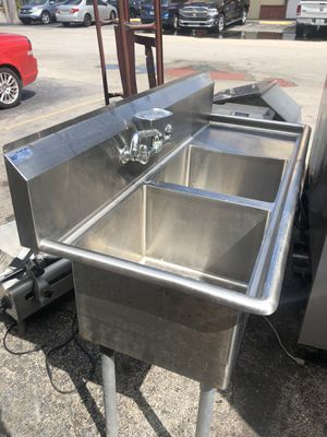 2 compartment sink w/ faucet and soap dish and drainboard for Sale in Lauderhill, FL