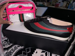 Authentic Gucci sneakers and bag size 7 in men size 9 in women for Sale in Tamarac, FL