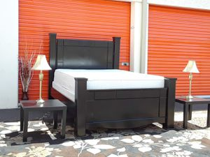 😴 black king size bedroom set mattress box spring and two nightstands included 535$ for Sale in Tempe, AZ