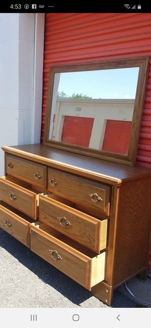 SET BEAUTIFUL DRESSER, 6 BIG DRAWERS, BIG MIRROR, AND TALL CHEST ALL DRAWERS SLIDING SMOOTHLY EXCELLENT CONDITION for Sale in Fairfax, VA