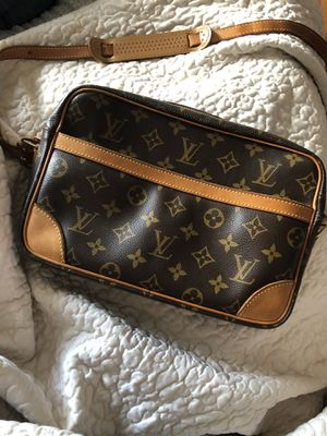 Louis Vuitton Trocadero 27 canvas monogram bag for Sale in Arlington, TX