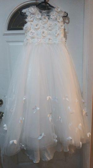 Gorgeous white dress with butterflies. Size 10-12 for Sale in Miami Gardens, FL