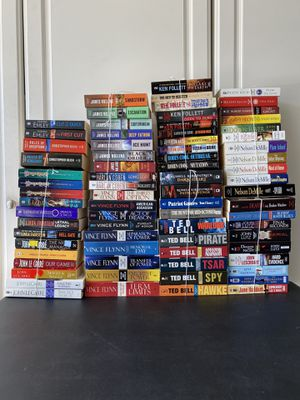 Selling many assorted reading books to many titles or authors to list, $ 2.50 each book for Sale in Corona, CA