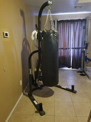 100 LB punching bag and stand for Sale in Surprise, AZ