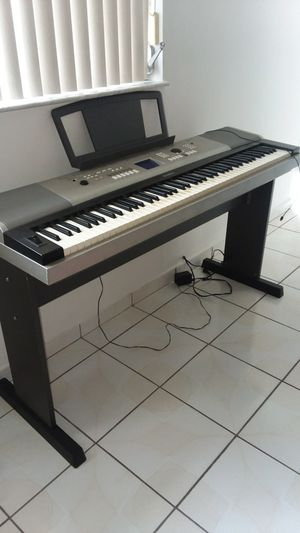 Yamaha ypg-525 keyboard piano for Sale in Hialeah, FL