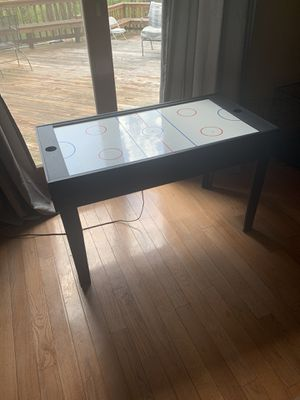 Air hockey table for Sale in Sunbury, OH