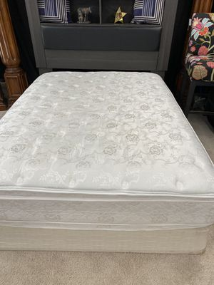 Pillow top queen 👑 mattress and box spring for Sale in Raleigh, NC