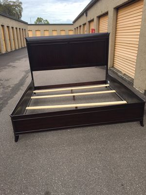 KING Size Brown bed frame for Sale in Tampa, FL