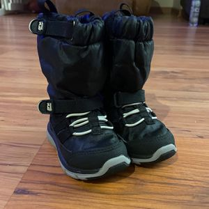 Toddler Snow Boots Size 4.5 for Sale in North Las Vegas, NV