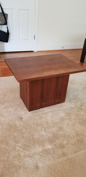 Wooden coffee table *FREE* for Sale in Lynnwood, WA