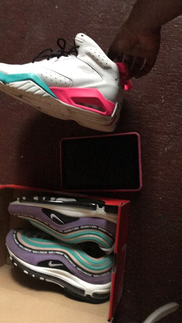 Shoes, tablet
