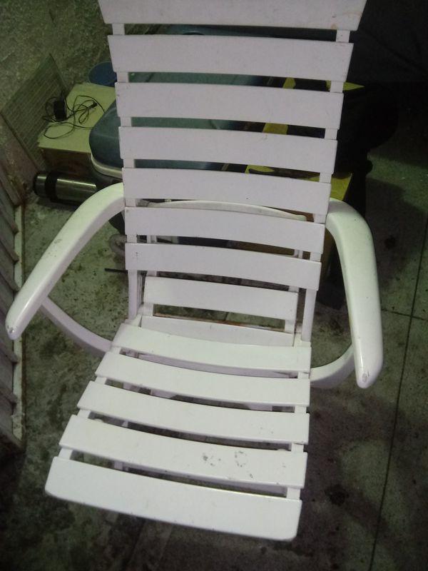 Beach chair 🌴 🌴🐒🐒🐒🐒