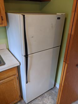 Roper Fridge by Whirlpool (works great) for Sale in Portland,  OR