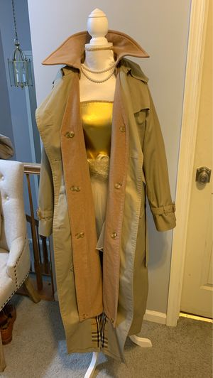 Burberry Trench Coat Made in England for Sale in Burlington, NJ