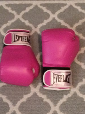 Pink EverLast boxing gloves size 12 for Sale in Luling, LA