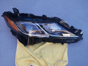 Toyota camry 2018 2019 2020 right headlight led for Sale in Lawndale, CA
