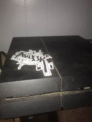 Ps4 Used with controller for Sale in Soledad, CA