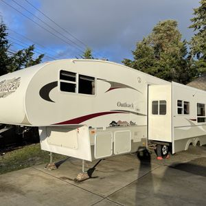 2006 Keystone Outback Sydney edition 30FT With One Super Slide for Sale in Fife, WA