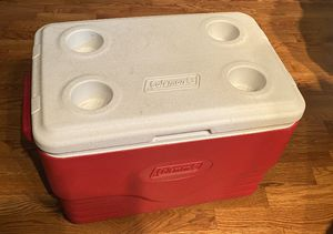 36 quart Coleman red plastic cooler w/ cup holders for Sale in Naperville, IL