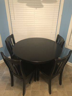Round dining table with four chairs (free) ($0.00) for Sale in Powder Springs, GA