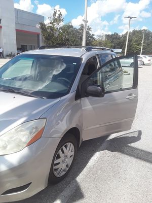 Toyota sienna 2007 for Sale in Tampa, FL