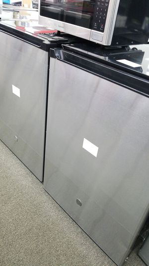 GE mini fridge for Sale in Dearborn, MI