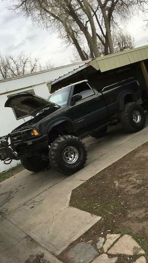 Chevy S10 sitting on 371/2 inch tires with a 350 small block corvette motor all eldbrock parts needs a head gasket for Sale in Denver, CO