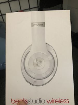 Beats studio 2 wireless ( one side doesn't seem to be working ) for Sale in Newport Beach, CA