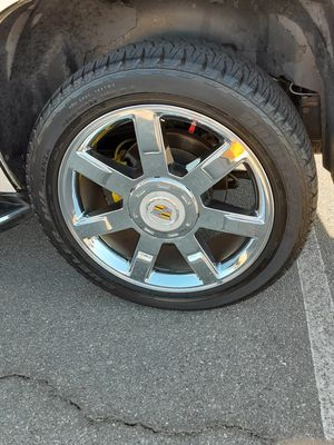 22 INCH CADILLAC ESCALADE STOCKS 6 LUG RIMS AND TIRES!! for Sale in Fountain Valley, CA