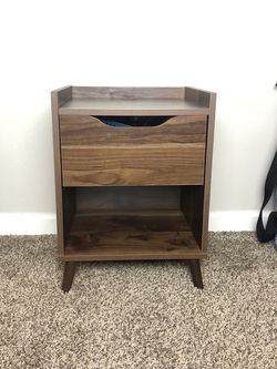 Dark Brown Side / End Table for Sale in Costa Mesa,  CA