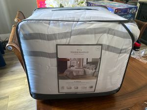 King Size Comforter Set for Sale in Bakersfield, CA