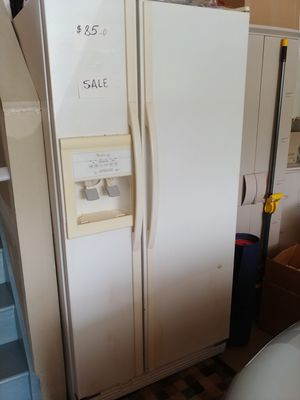 Whirlpool Side by Side White Refrigerator for Sale in Rockville, MD