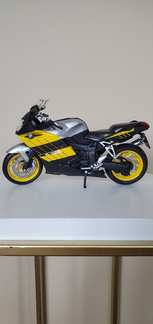 BMW K1200S MOTORCYCLE MODEL 1:12 SCALE for Sale in Cleveland, OH