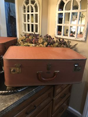 Large Tommy traveler vintage suitcase In excellent condition pick up is in canyon country is Cross posted MQ for Sale in Santa Clarita, CA